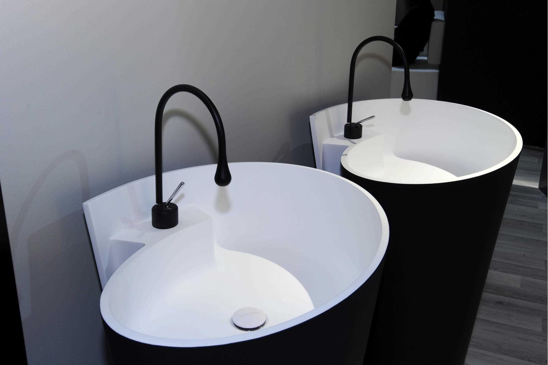 fliesen sanit re badeinrichtung s dtirol kon bicolor freistehender waschtisch von mastella. Black Bedroom Furniture Sets. Home Design Ideas